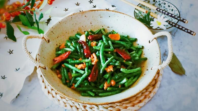 干煸豇豆,出锅装盘