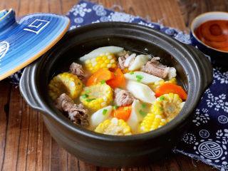 玉米胡萝卜山药排骨汤,成品图