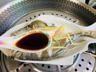 葱油黄鱼,淋上两勺生抽