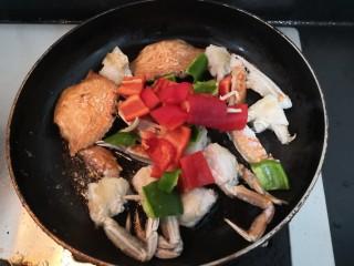 香辣螃蟹,加入,青红椒块