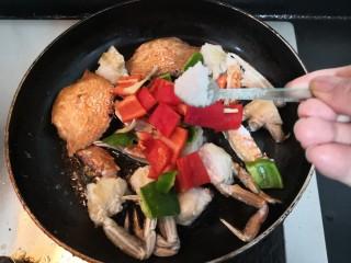 香辣螃蟹,加入盐