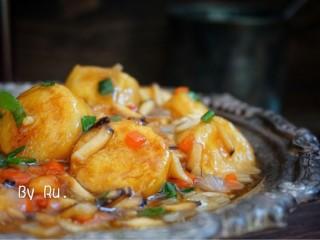 脆皮日本豆腐,好有食欲有木有,汤汁拌着饭好好吃,我可以多吃两碗饭