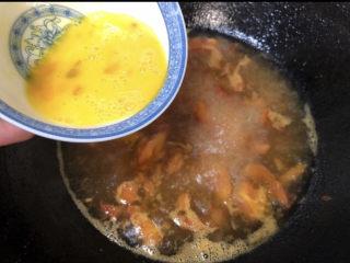 云吞面,烧开后把鸡蛋液倒进去,搅拌一下就是汤底啦