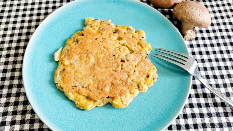 香菇鸡蛋饼,装盘开吃