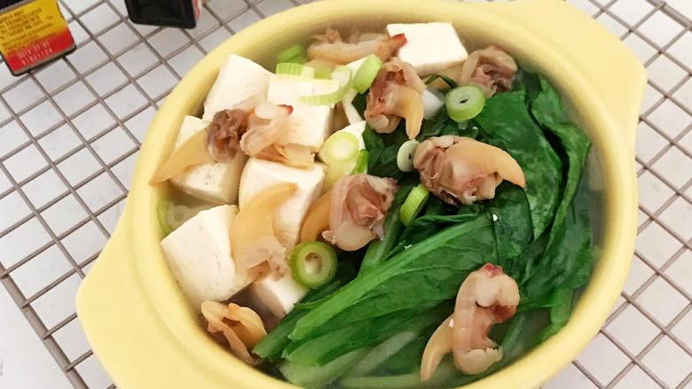 白菜炖豆腐,白菜炖豆腐清淡适宜,汤汁鲜美~