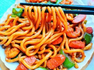 黑椒虾仁炒乌冬面,一大盘根本不够吃,分分钟光盘的节奏!
