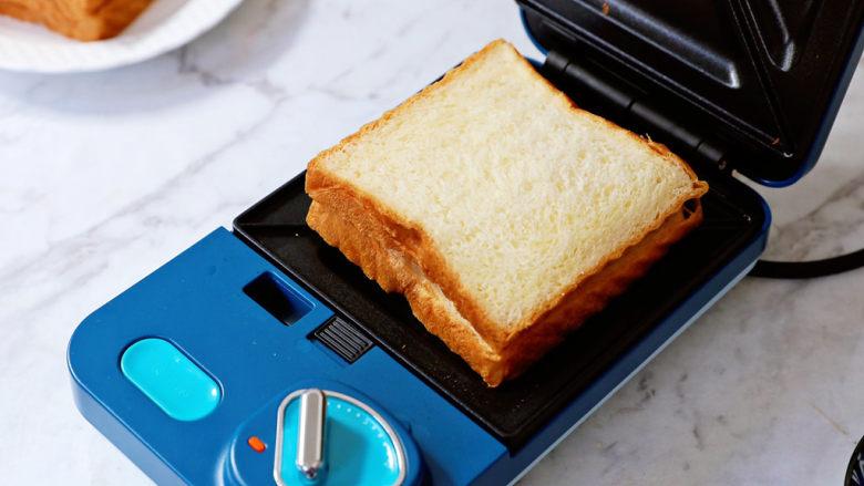 土豆泥沙拉三明治,盖上另一片吐司