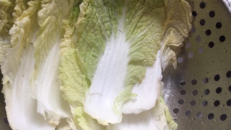 白菜炖豆腐,白菜清洗干净