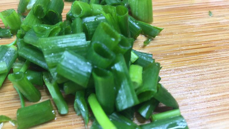 白菜炖豆腐,准备葱花