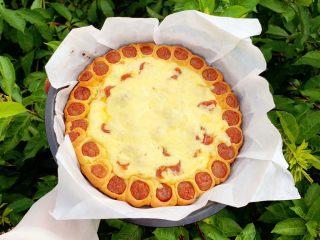 花边腊肠披萨,嘻嘻,不错吧。