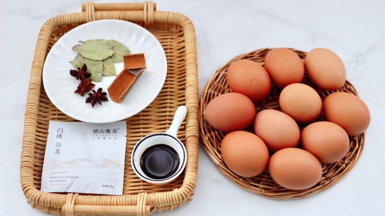 乌龙茶香卤鸡蛋,首先备齐所有的食材。
