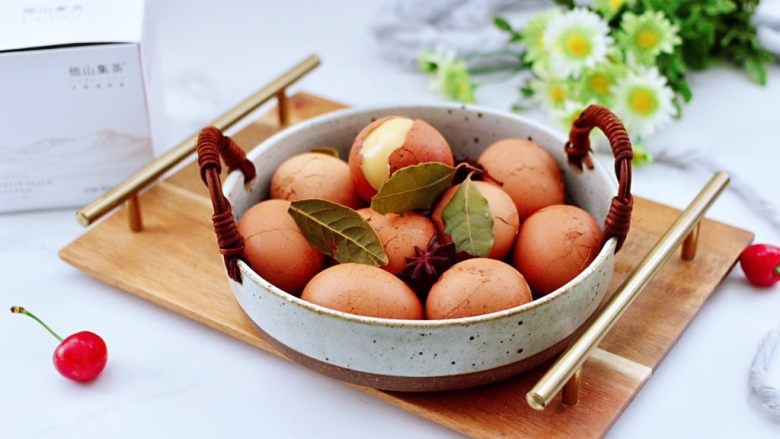 乌龙茶香卤鸡蛋,一口一个停不下来。