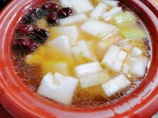 排骨冬瓜汤,再放入切好的冬瓜片