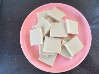 干锅千叶豆腐,千叶豆腐切片