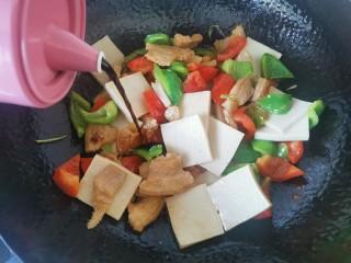 干锅千叶豆腐,加入生抽
