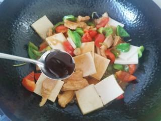 干锅千叶豆腐,加入蚝油