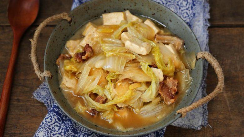 白菜炖豆腐,一道简单又营养的五花肉白菜炖豆腐就做好了,搭配米饭特别入味儿哦!