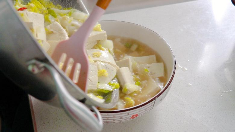 白菜炖豆腐,然后就可以出锅了
