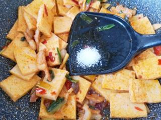 干锅千叶豆腐,放糖中和一下豆瓣酱的咸味。