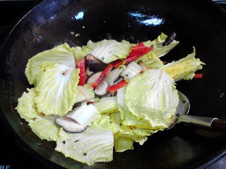 白菜炖豆腐,关火。
