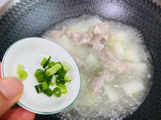 排骨冬瓜汤,入葱花