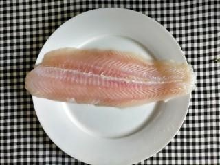 番茄巴沙鱼,准备食材 巴沙鱼片解冻洗净