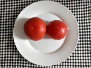 番茄巴沙鱼,西红柿洗净