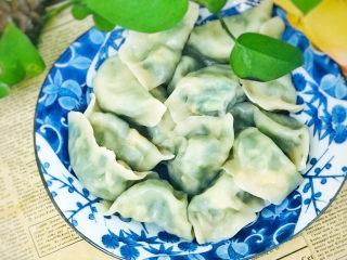 白菜虾仁韭菜猪肉饺子,美美的饺子吃起来吧