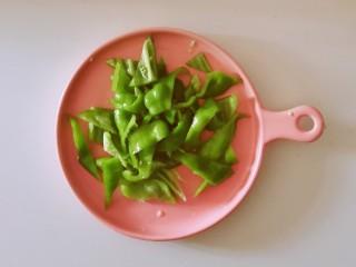干锅千叶豆腐,青椒切块
