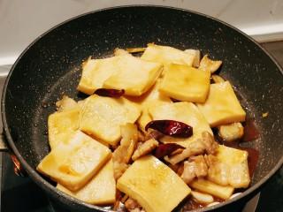 干锅千叶豆腐,翻炒均匀