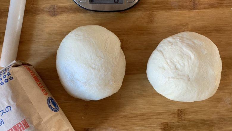 白白胖胖的吐司,取2个面团