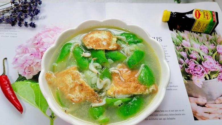 丝瓜蛋汤,拍上成品图,一道清爽又美味的丝瓜蛋汤就完成了。
