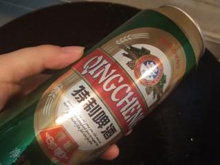 乡巴佬卤蛋,两罐啤酒