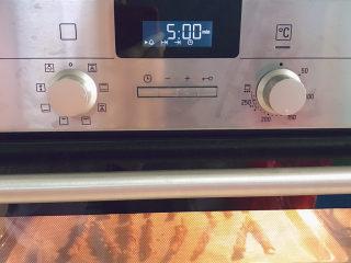 紫薯扭扭酥,继续烤5分钟