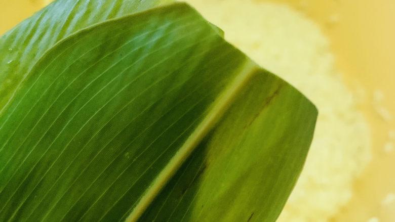 红豆粽子,粽叶剪去尖尖的头