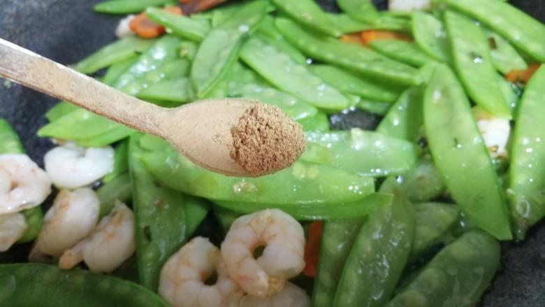 减脂系~#荷兰豆炒虾仁#,放入半小勺13香。