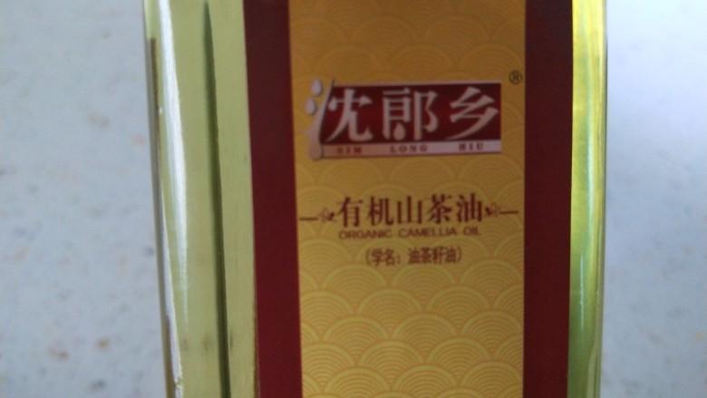 清炒南瓜丝,山茶油准备好。
