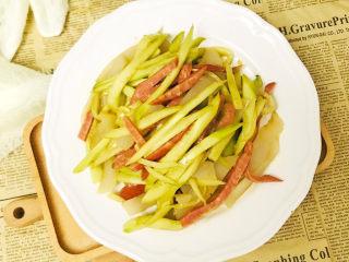 清爽美味的香肠凉皮拌黄瓜,成品图
