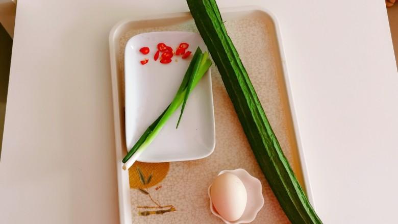 丝瓜蛋汤,食材准备好