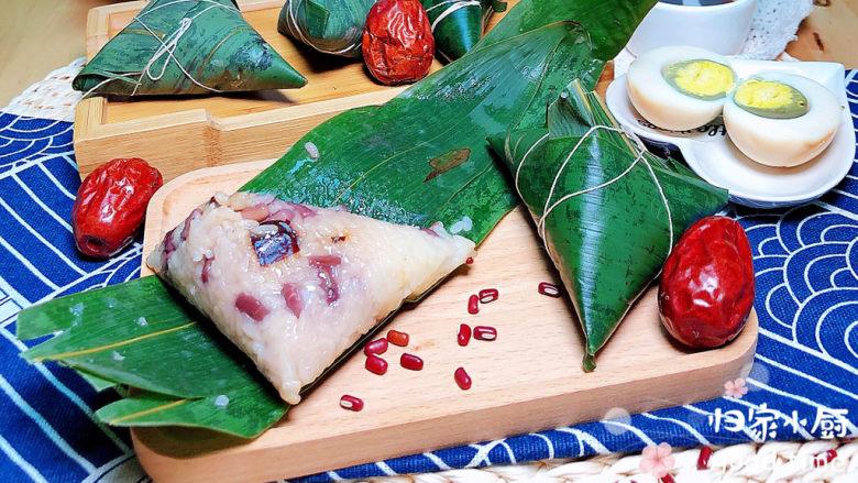 红豆粽子,清香软糯的红豆红枣蜜粽就上桌了。