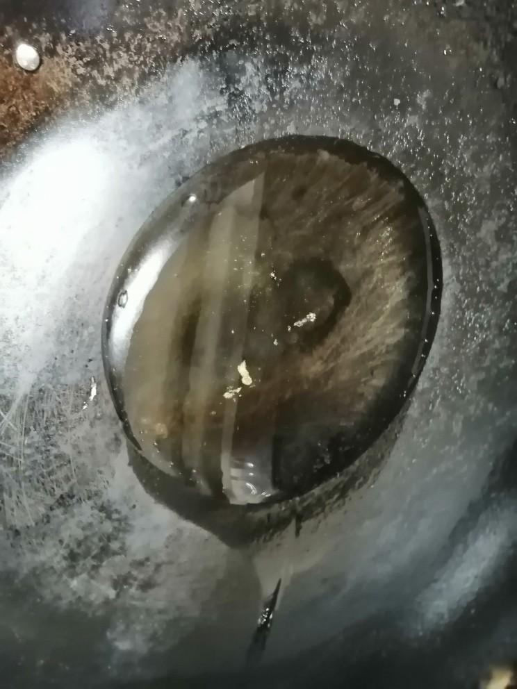清炒南瓜丝,开火加热锅倒入油