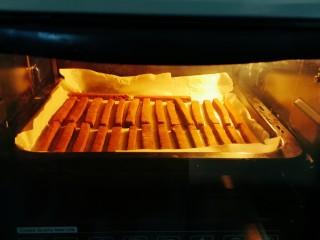 豆根糖,摆放到烤盘  放入烤箱 上下火165度烤10分钟