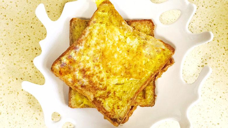 一个人的趣味早餐—笑脸吐司,继续将第三片吐司错位叉开摆放上去