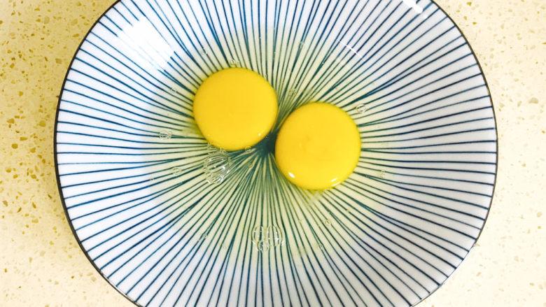 一个人的趣味早餐—笑脸吐司,<a style='color:red;display:inline-block;' href='/shicai/ 9'>鸡蛋</a>打散