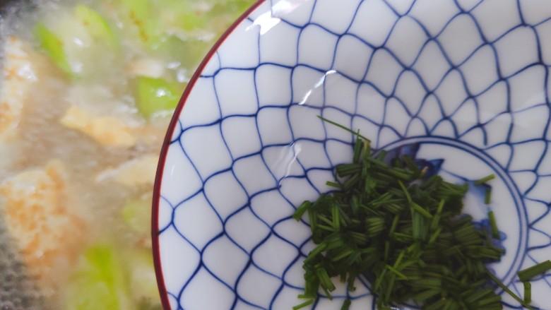 丝瓜蛋汤,加入小葱,搅拌均匀即可