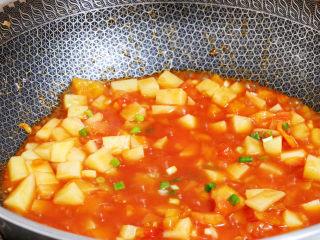 番茄土豆丁,撒上葱花即可