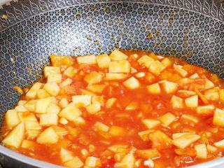番茄土豆丁,翻炒均匀