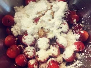 樱桃派,加入淀粉,砂糖,柠檬汁所有馅料的材料