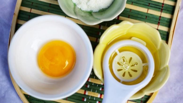南瓜布丁,鸡蛋蛋白蛋清分离。