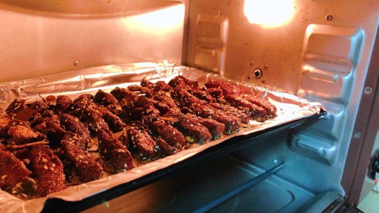 五香牛肉干,上下火150℃/30分钟